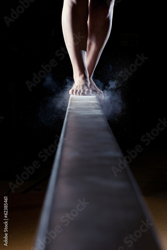 feet of gymnast on balance beam