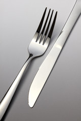 Fork and knife in opposition