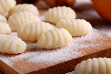 gnocchi di patate fatti in casa sul tagliere