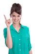 Junge Frau isoliert in grün mit erhobenem Zeigefinger