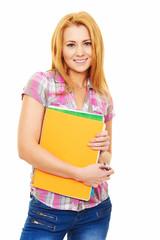 Rotblonde Studentin mit Büchern und Collegeblock