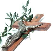 Ukrzyżowany z gałązką oliwną