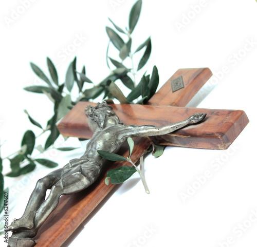 crocifisso con ramo d'ulivo