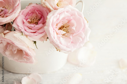 Foto op Canvas Roses pink flowers in a vase