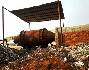 Short rotary furnace for waste battery smelting in Egipt desert