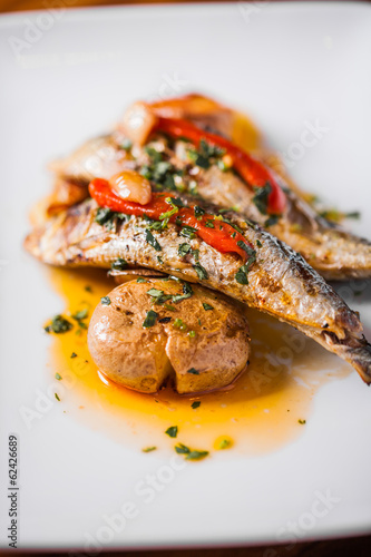 In de dag Buffet, Bar Grilled Sardines Plate with Red Pepper and Potato