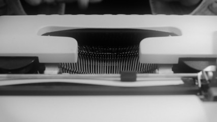 Typewriter front view noir 2