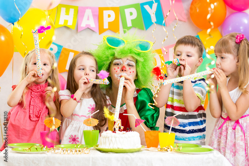 kids celebrate birthday party