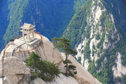 Canvas Xian stone pagoda built on the stone cliff at mountain huashan