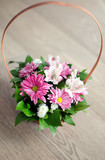 Beautiful bouquet of spring flowers in basket isolated on parque