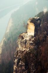 Felsformation in der Sächsischen Schweiz,Elbe im Hintergrund