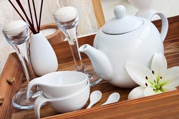 Tee und Dekoration