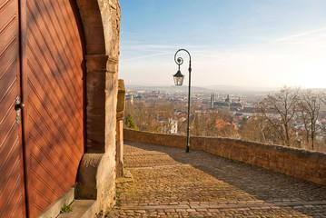 Aufstieg zum Kreuzweg am Frauenberg mit Blick auf Fulda