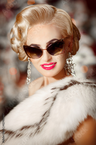 Vogue blonde woman with retro sunglasses and hairstyle