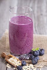Smoothie with blueberries and oatmeal