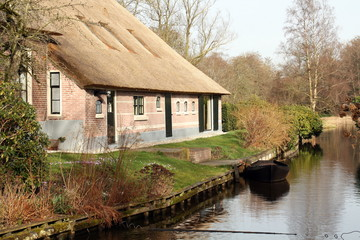 House and boat in Giethoorn