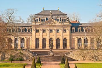 Die Orangerie mit Floravase im barocken Fuldaer Schlosspark