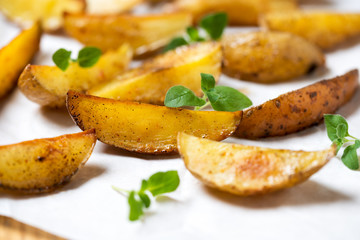 Würzige Kartoffelecken