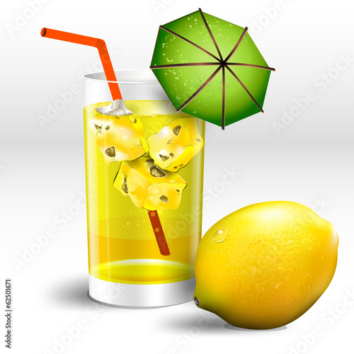 glass of lemon juice with ice