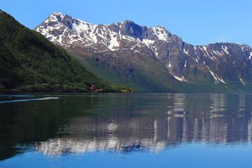 Mirroring Holandsfjord