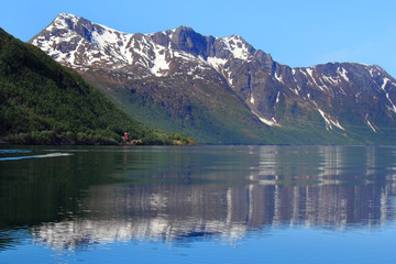 Holandsfjord mounts mirroring