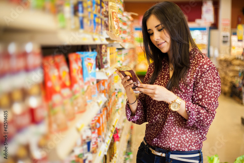 Looking at the food label - 62514635