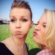 Selfie von zwei Freundinnen