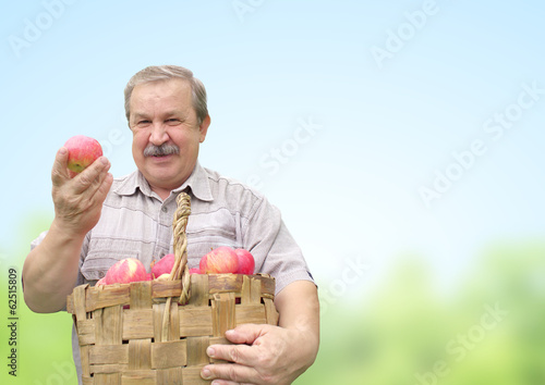 Harvesting an apples