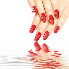 Rote glänzende Nägel