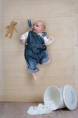 Baby an der Wäscheleine
