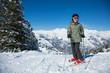 Jeune garçon aux sports d'hiver (10-12 ans)