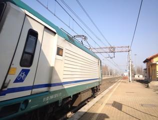 ferrovia con treno