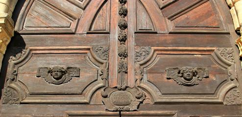 Porte de l'église de Saint-Yrieix.