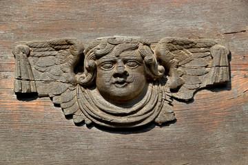Sculpture d'ange en bois.