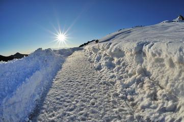 Dolomiti, Val di Fiemme, Passo di Lavazè - sentiero nella neve