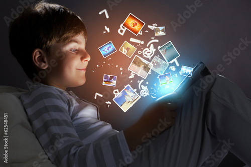 Kid with tablet pc