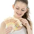 Teenager zählt Euro Geldscheine