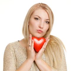 Frau mit Kussmund und Herz
