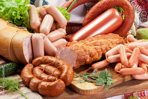 Fotobehang Vlees Variety of sausage products.
