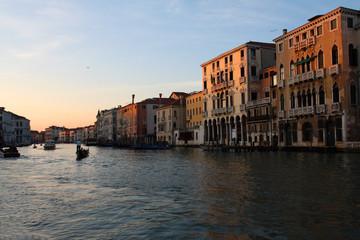 Canal Grande a Venezia durante tramonto