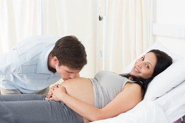 Man kissing pregnant woman