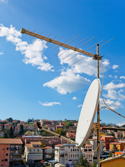 Antenne tv sui palazzi