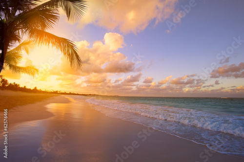 Fotobehang Oceanië Art Beautiful sunrise over the tropical beach