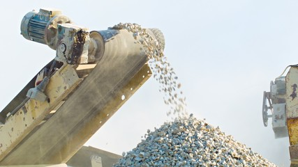 Working mechanism of stone crusher
