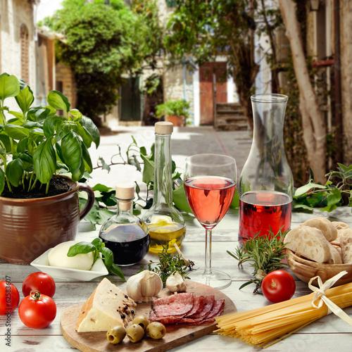 Leinwanddruck Bild italienische Speisen im Restaurant im Freien