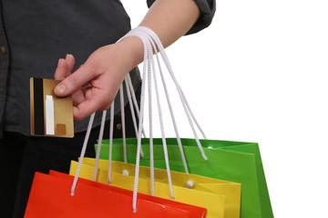 Frau beim Bezahlen vom Einkauf mit Kreditkarte