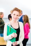 Fototapety Studentin an Uni mit Lerngruppe