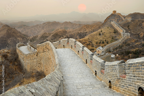 Tuinposter Chinese Muur Great Wall of China during sunset