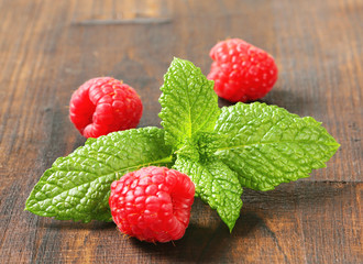 Mint leaves and raspberries