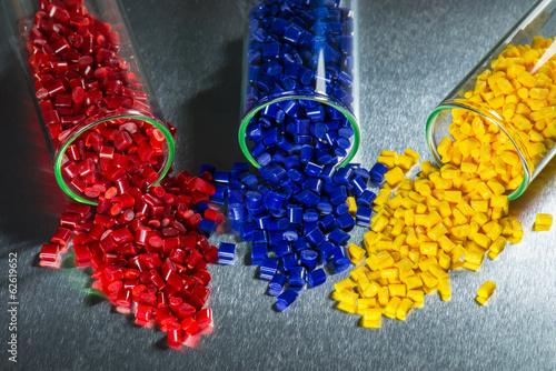 Leinwandbild Motiv Kunststoff Granulat in Reagenzgläser